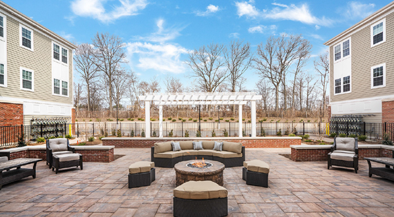 landscaped outdoor courtyard at summit court in union nj