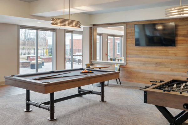 Lounge area at summit court apartments in union nj with pool table and chairs