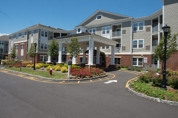 front view of Summit Court luxury apartment building